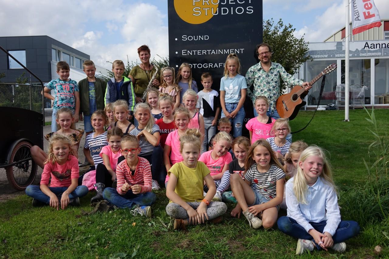 kinderkoor-Ee-en-Onno-Loonstra-en-Zwaanette-Dijkstra